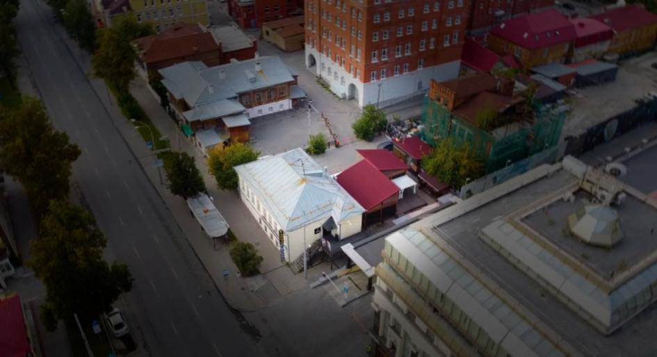 """Общий вид сверху, где видны ТЦ """"Покровский пассаж"""" и дом на Розы Люксембург,10"""
