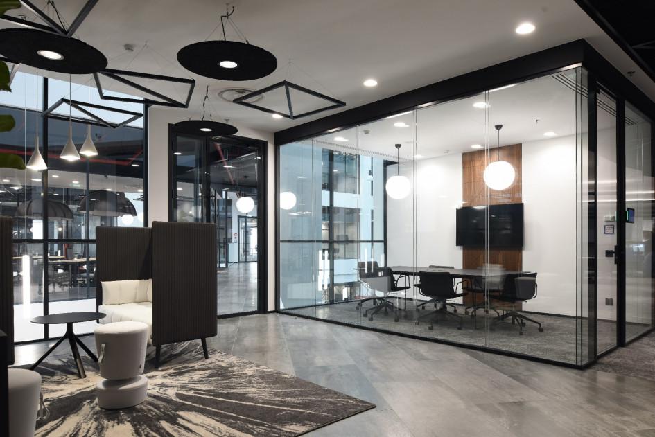 Одна из переговорных комнат в новом офисе Росбанка.