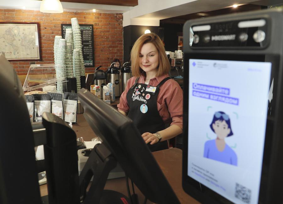 Биометрический платеж в Coffee Bean