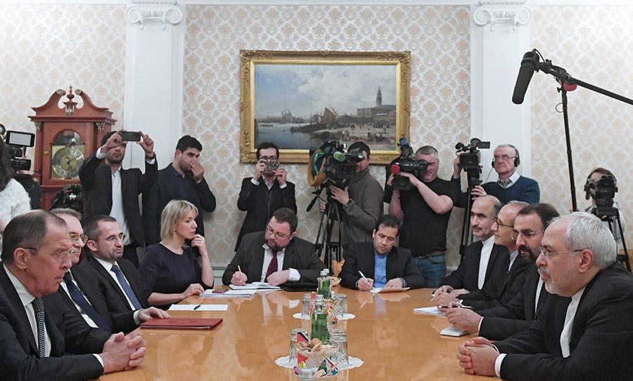 Сергей Лавров (слева) и Джавад Зариф (справа) на встрече в Москве