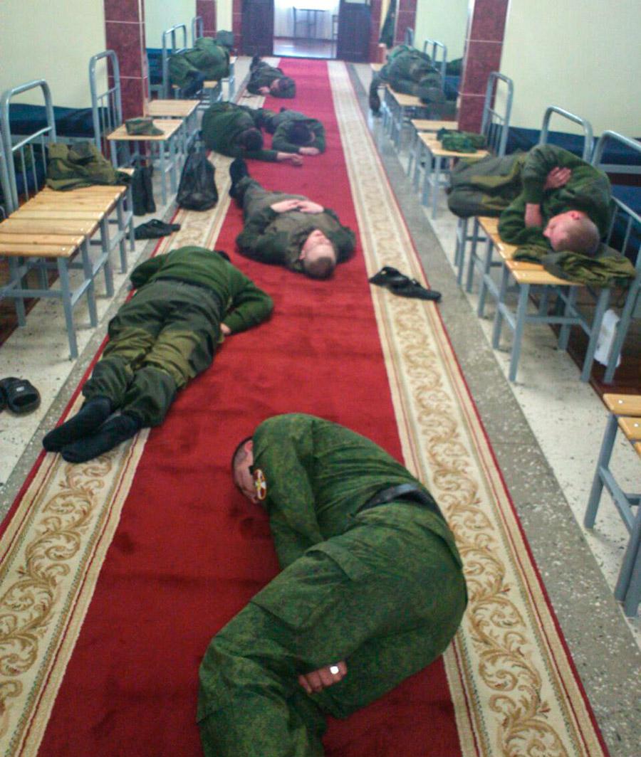 На фото: первая рота оперативного назначения первого батальона особого назначения в/ч 6779. 2012 год(предоставлено operline.ru)