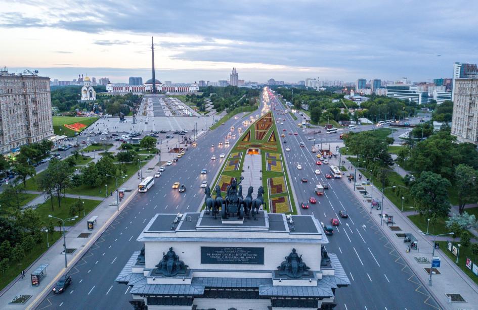 Вид на Кутузовский проспект и Поклонную гору в Дорогомилово