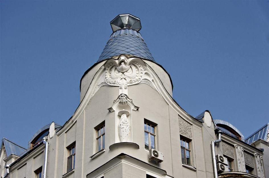Купол дома напоминает перевернутую рюмку