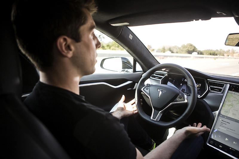 Демонстрация автопилота на автомобилеTesla Model S