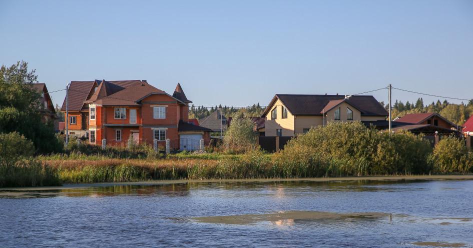 Сейчас рынок загородного жилья испытывает проблемы с ликвидным предложением— самые интересные варианты оказались вымыты с рынка еще в прошлом году