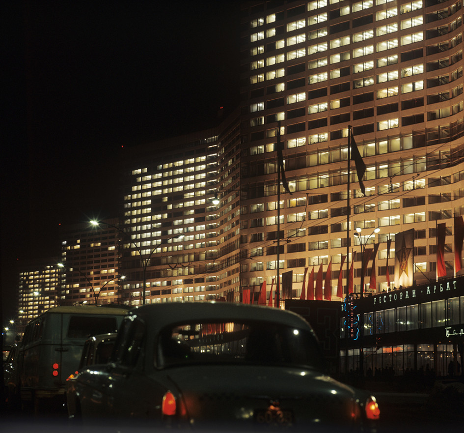 Вид на вечерний проспект Калинина, 1969 год