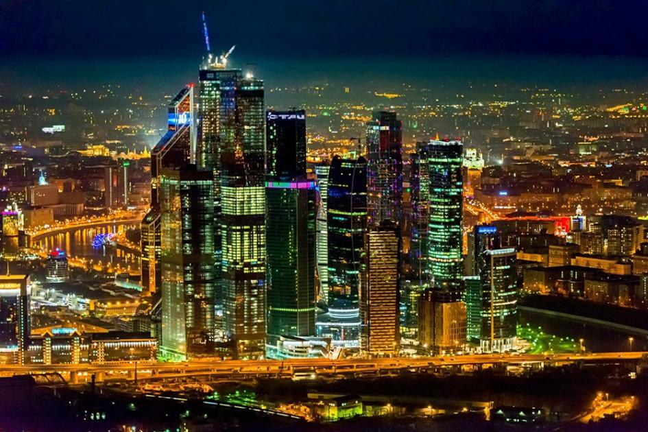 В Москве не наблюдается повышенного спроса на верхние этажи небоскребов, как это происходит, например, в Нью-Йорке или Гонконге. Более того, часть арендаторов предпочитают блоки в нижнем и среднем сегментах зданий — примерно до 20-го этажа, говорит директор департамента офисной недвижимости Knight Frank Константин Лосюков