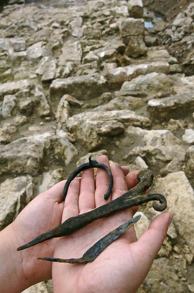 Археологические находки, обнаруженные во время раскопок стен Белого города XVI века на Хохловской площади
