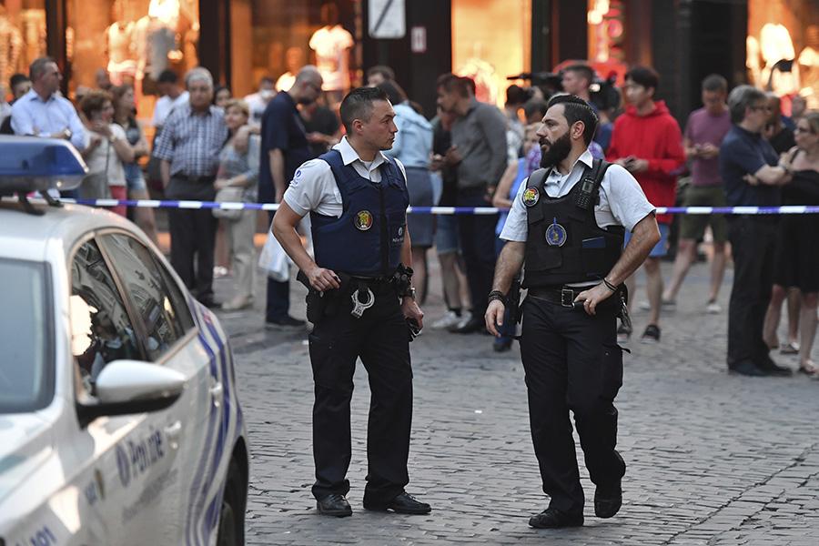 Полицейский патруль у Центрального вокзала вБрюсселе