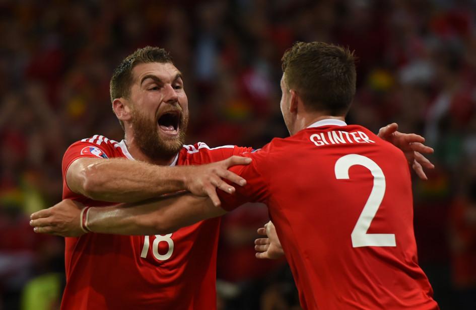 Форвард сборной Уэльса Сэм Воукс празднует третий гол в ворота сборной Бельгии