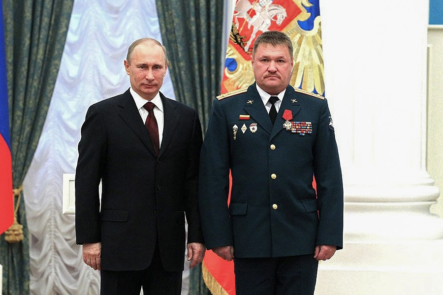 Валерий Асапов получает орден«За заслуги перед Отечеством» IV степени из рук Владимира Путина