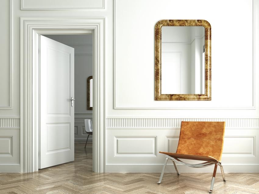 Зеркало никогда не должно висеть напротив входной двери