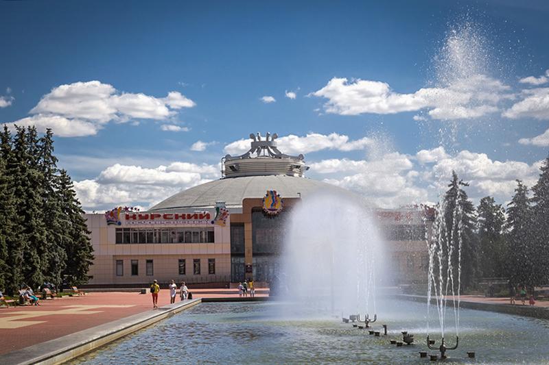 Росгорцирк получил 34 млнруб. в рамках ФЦП «Культура России» на строительство 5-этажной гостиницы при Курском цирке, в зданиях которого до сих пор ведутся восстановительные работы после пожара 1996 года. Сам цирк принимает посетителей с 2011 года, а гостиница должна открыться в конце 2015 года
