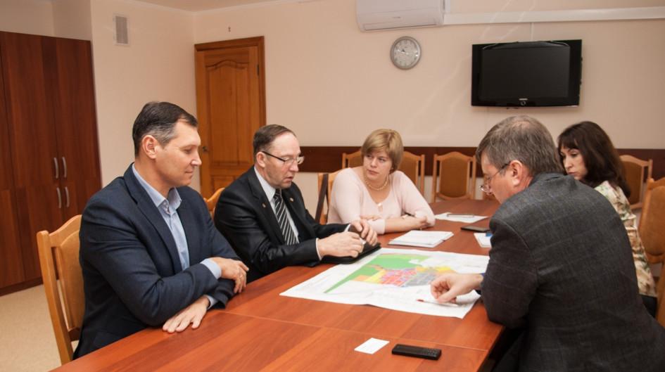 Слева направо: Михаил Ансимов, Николай Кашеваров, Анна Иванова. Справа — Юрий Саблин