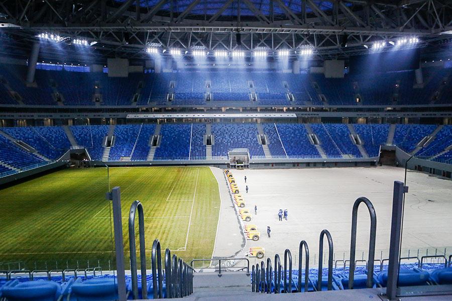 Выдвижное поле стадиона «Санкт-Петербург»