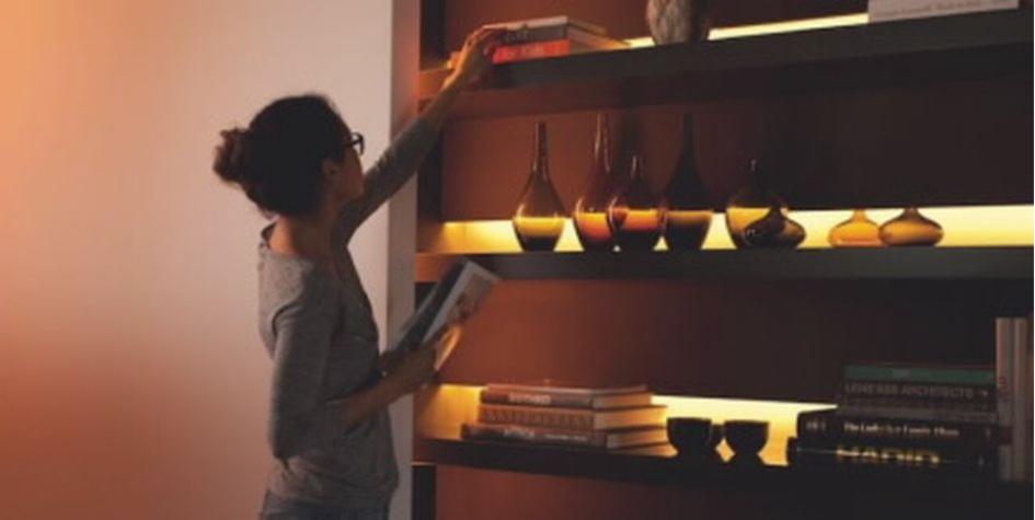 Светильники помогут сделать акцент на стене или полке с декором