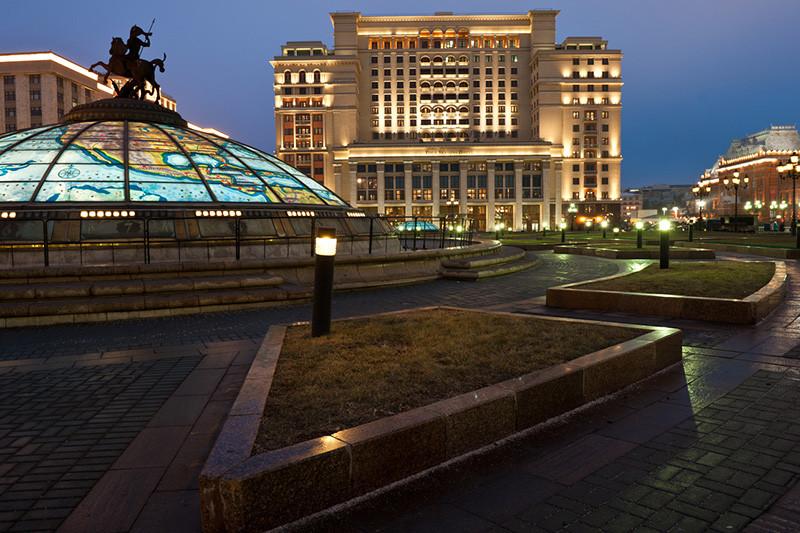 Владельцы Гостиницы «Москва» Алексей и Юрий Хотины заинтересовались покупкой доли в нефтяной компании «Башнефть» в ходе ее приватизации, сообщил в середине февраля Forbes. Хотины ранее провели несколько сделок в нефтяной отрасли на общую сумму $450–550млн