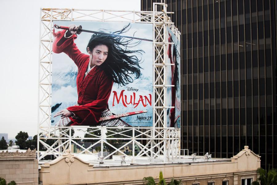 Наружная реклама фильма «Мулан» в Голливуде, штат Калифорния, США