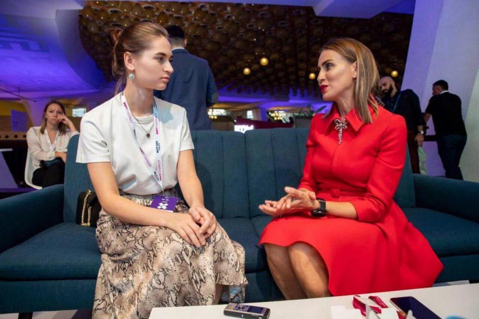 Оксана Балаян (справа)
