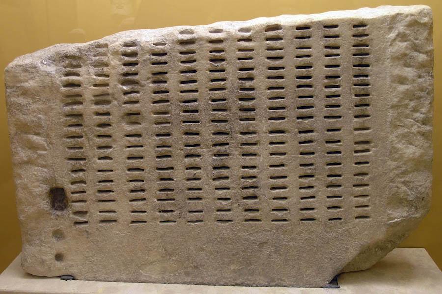 Клеротерион— схожее по принципу действия с лототроном устройство для жеребьевки, которое использовали в Афинах. Клеротерион применялся для заполнения большинства государственных должностей