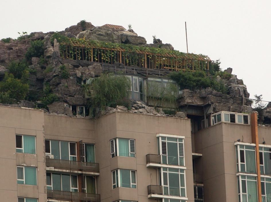Соседи не рады такому соседству - жалуются на протечки воды и строительный шум