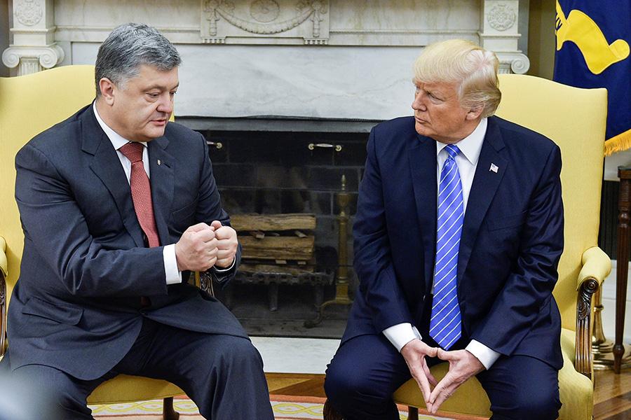 Петр Порошенко и Дональд Трамп в Овальном кабинете в Белом доме