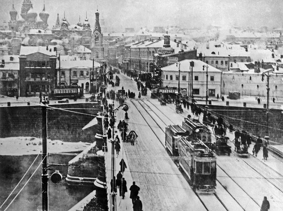 Вид на старый Москворецкий мост и Зарядье. 30-е годы ХХ века