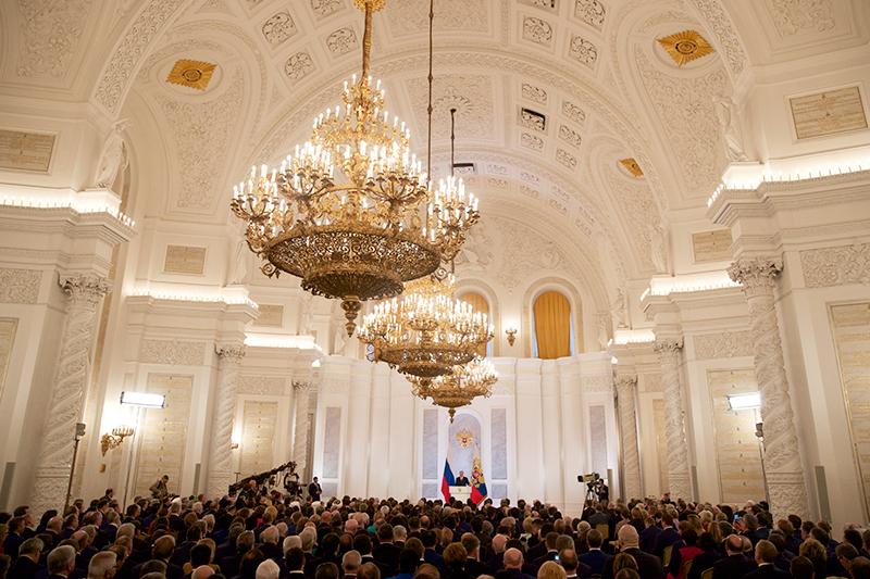 Президент России Владимир Путин вовремя выступления сежегодным посланием кФедеральному собранию вКремле