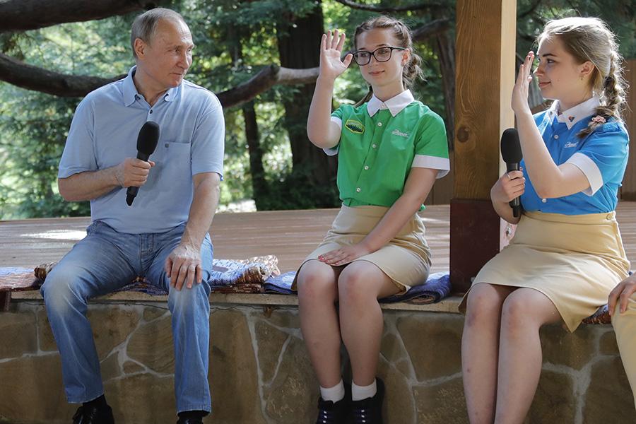 Владимир Путин в детском лагере «Артек»