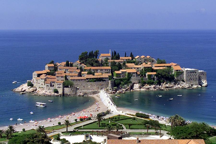 Свети- Стефан, известный курорт в Черногории