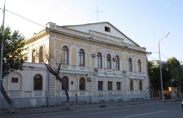 Дом по ул. Челюскинцев, 8