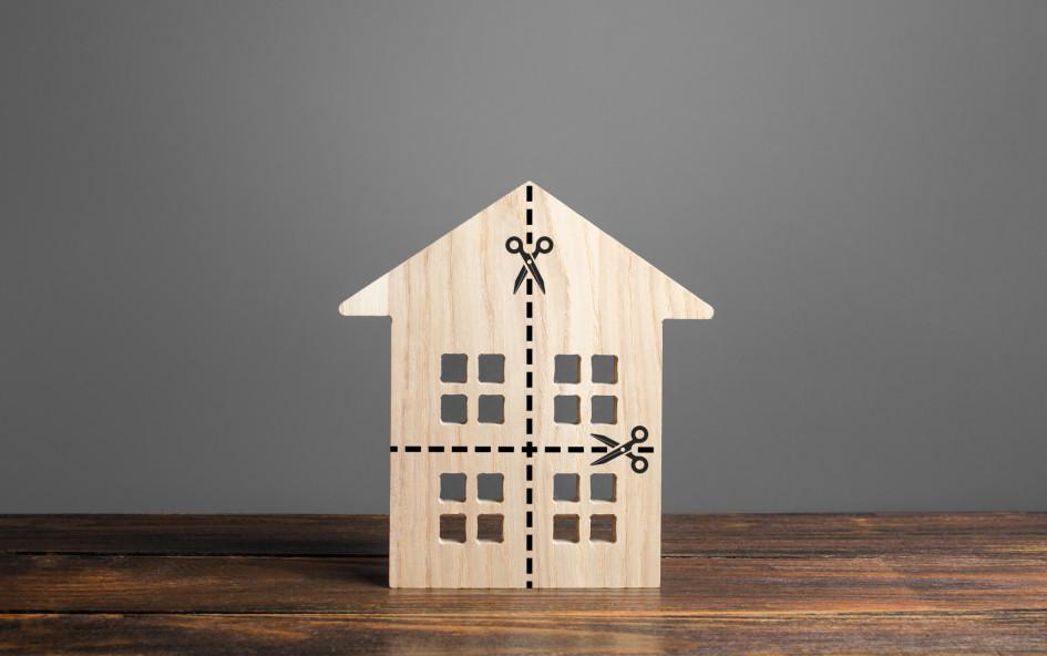Если человек не хочет быть собственником доли в квартире, то он может отказаться от такого права