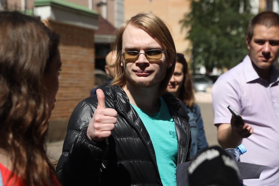 Дмитрий Богатов после одного из заседаний суда