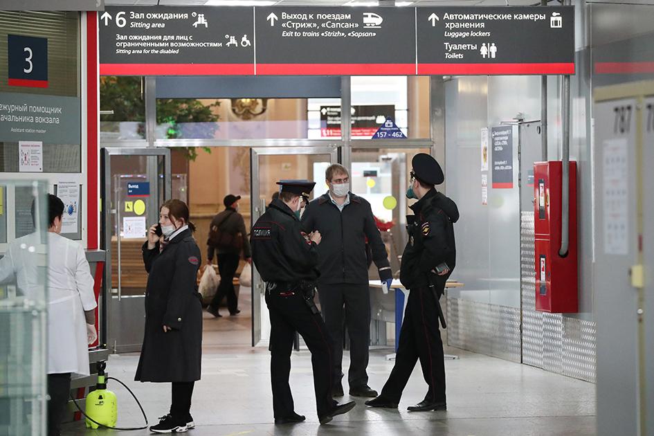 Москва. Сотрудники правоохранительных органов на Курском вокзале