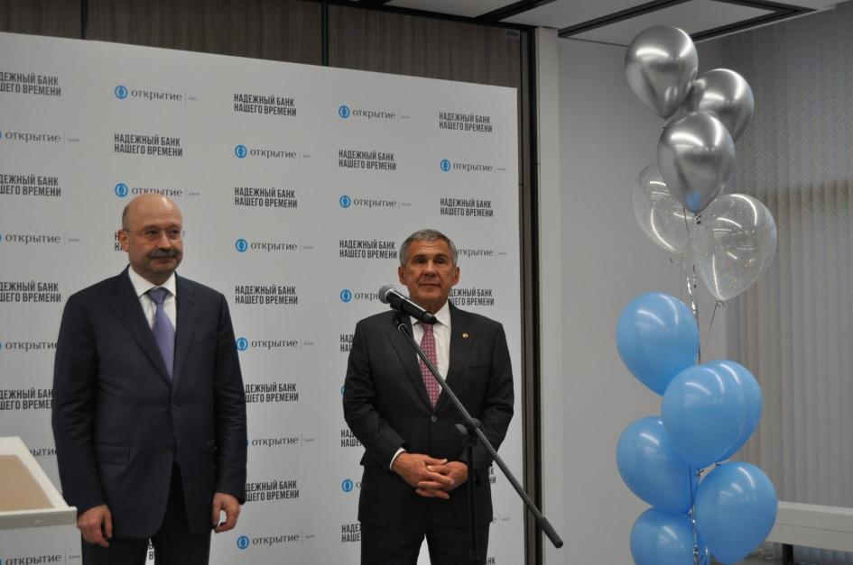 Михаил Задорнов (слева) и Рустам Минниханов (справа)