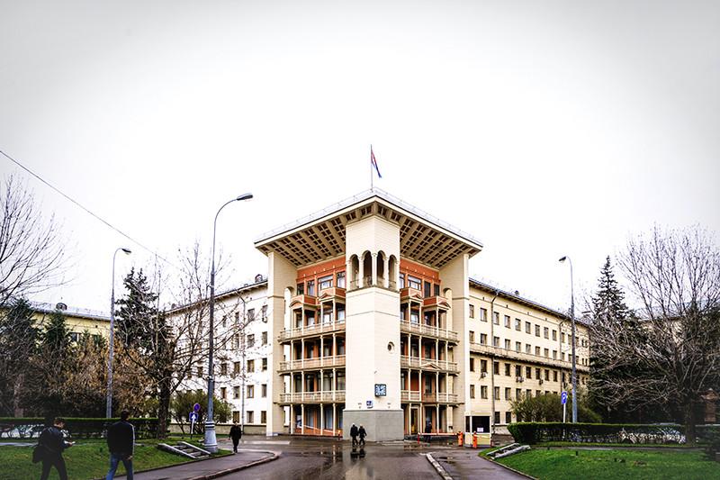 Штаб-квартира ФНПР в Москве на Ленинском проспекте, которую с советских времен называют Домом труда профсоюзов, — один из самых известных объектов, которым управляет федерация