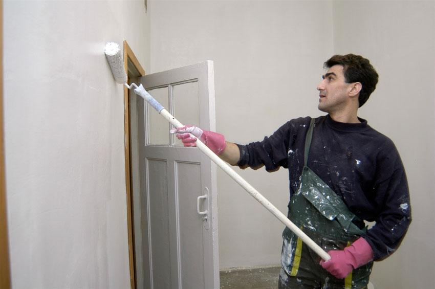 В подъездах помимо штукатурных и малярных работ проводится ремонт полов и стен, ремонт и замена оконных блоков, установка энергосберегающих ламп и т.д.