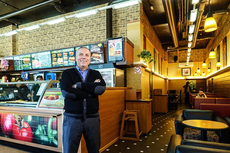 Александр Антропов (на фото) имеет 17 закусочных Subway. Лучше всего, по его словам, франшиза работает «в центре Москвы, на вокзалах, в аэропортах, офисных центрах и выставочных комплексах»