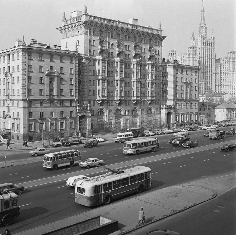 Здание посольства США в 1972 году
