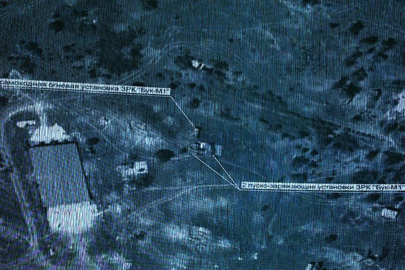 Космический снимок расположения средств ПВО врайоне Луганской области 14июля 2014 года, представленный вовремя брифинга Министерства обороныРФ, посвященного обстоятельствам катастрофы пассажирского самолета «Малайзийских авиалиний» Boeing777. 21июля 2014 года