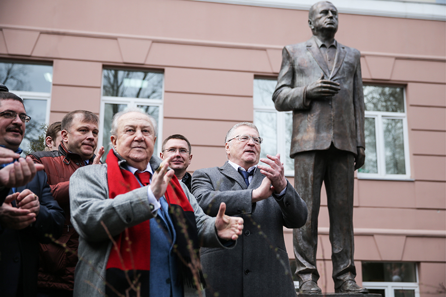 Церемония открытия трехметровой скульптуры Владимира Жириновского