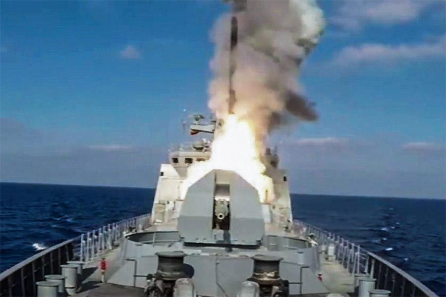 Пуск крылатой ракеты «Калибр» с фрегата «Адмирал Эссен»