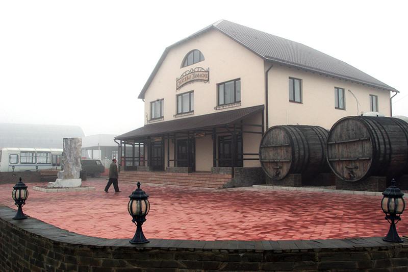Винзавод агрофирмы«Южная» в Краснодарском крае(на фото) входит в винный холдинг«Арианта», одного из крупнейших производителей вин в стране