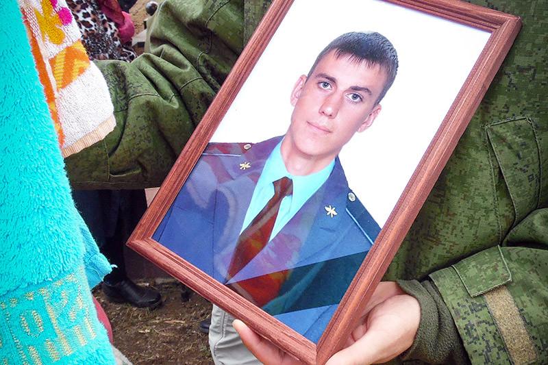 Похороны контрактника Вооруженных сил России Вадима Костенко,28 октября 2015 года