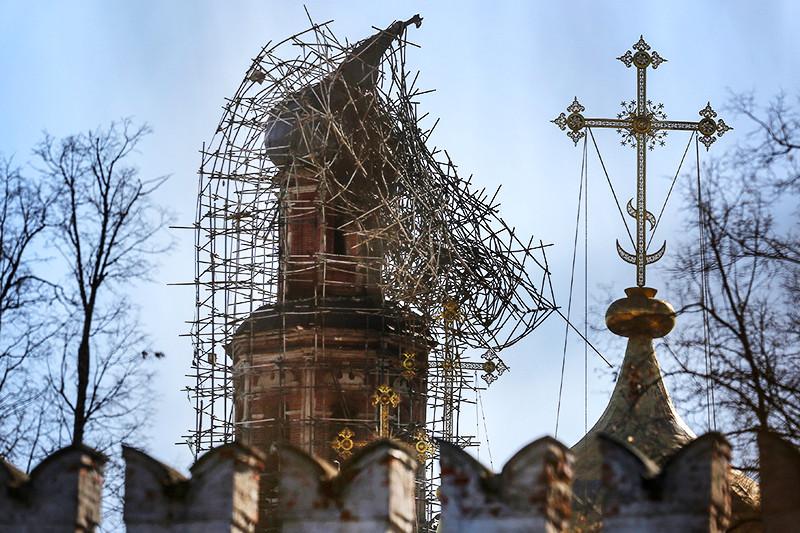 Во время работ близкой «Балтстрою» компании «Стройкомплекс» наколокольне Новодевичьего монастыря случился пожар
