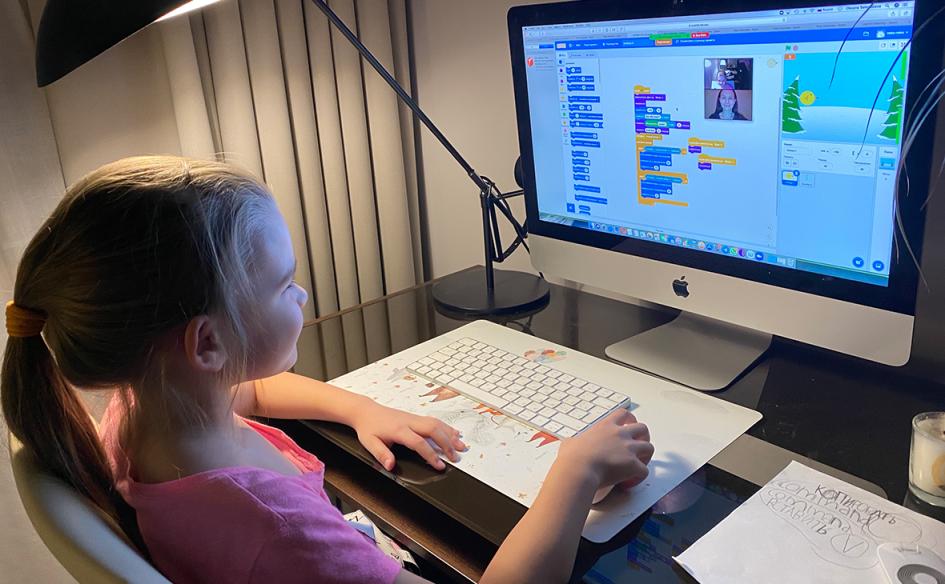 Ника программирует на Scratch