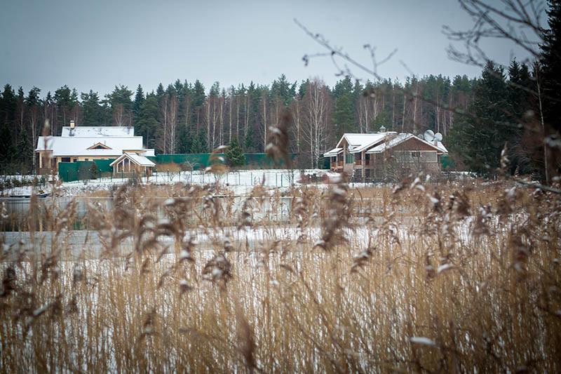 В 2006 году структуры Аркадия Ротенберга приобрели8,2 га территории базы отдыха «Берег Валдая». Впоследствии его владения наВалдае расширились
