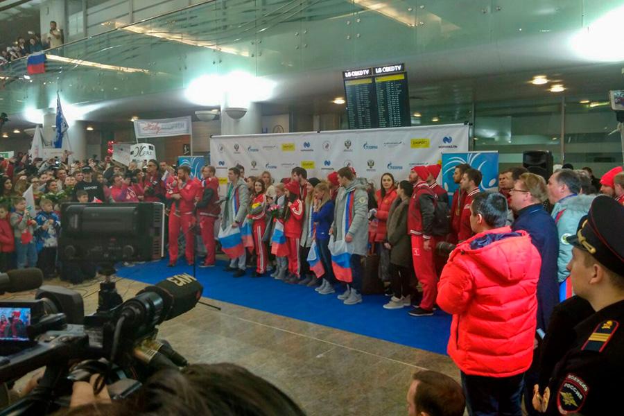 Российские спортсмены в аэропорту Шереметьево