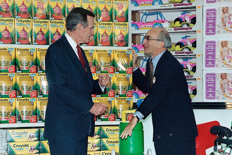 Джордж Буш и Чарльз Лазарус, 1992 год