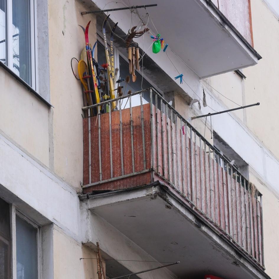 В малогабаритных хрущевках балконы традиционно использовались какдополнительное место дляхранения вещей